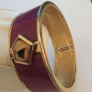 VINCE CAMUTO HINGED PURPLE BANGLE BRACELET